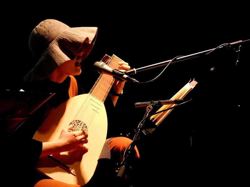 本田 亮 個展開催記念スペシャルライブ「町田稲荷の狛狐~夜と狐と町の歌~」ライブレポート