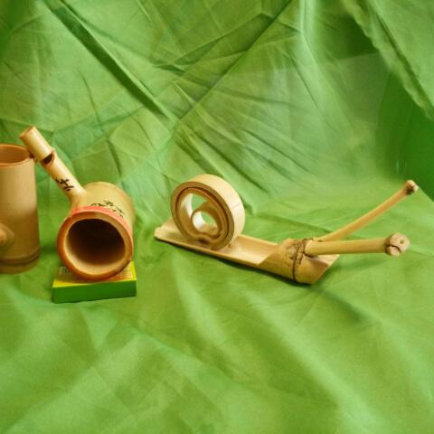<NPO法人 日本の竹ファンクラブ><br /> 竹カタツムリ、竹笛づくり<br /> 筍スルメ、健康まる竹踏みの販売